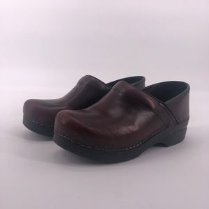 DANSKO Burgundy Leather Professional Clogs 7.5
